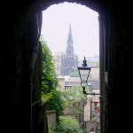 Edinburgh, Close - Copyright ©2004 Rainer Brockerhoff
